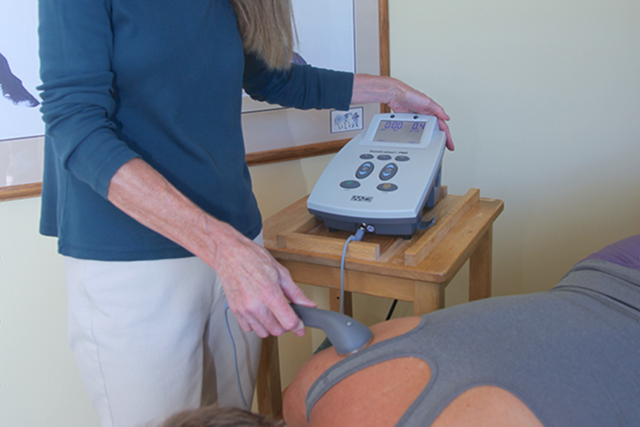 Image of the application of ultrasound therapy for deep heating of tissues to improve blood flow and reduce inflammation.